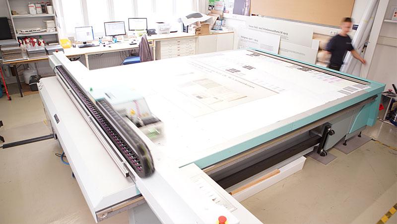 Direktdruck UV System auf Holz, Glas, Kunststoff, Acryl, Metall, Leder, Stoffe